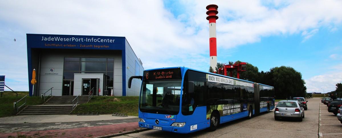 Bus vor JadeWeserPort-InfoCenter