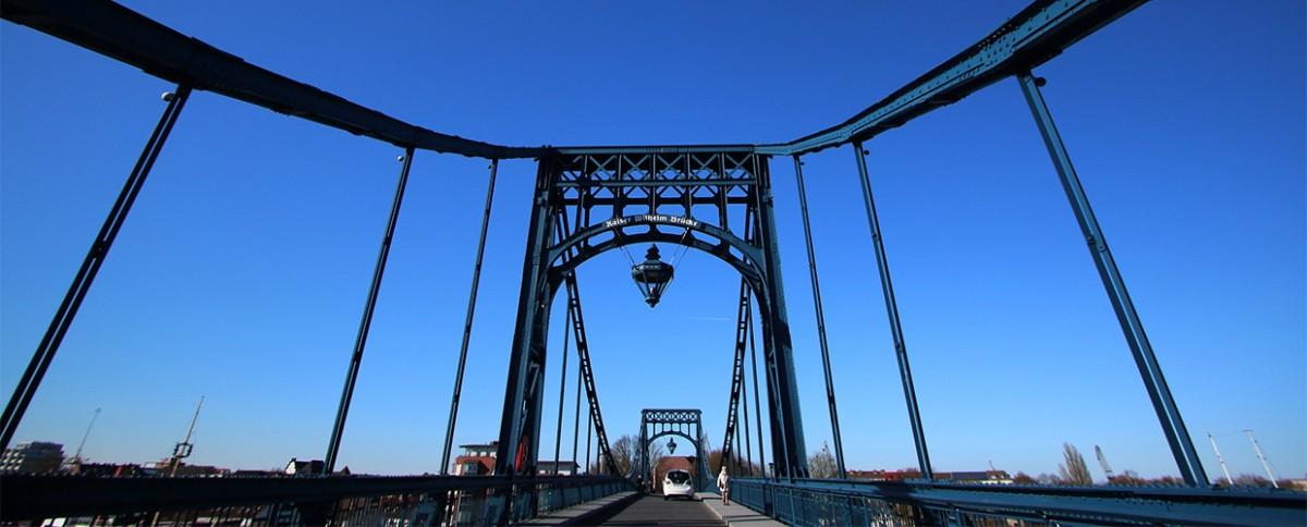 Auf der Kaiser Wilhelm Brücke