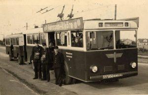 Bus Hentschel mit Anhänger aus 1955